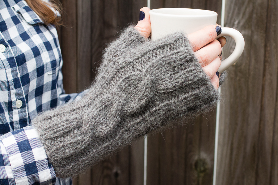 gray_cabled_mitts-012